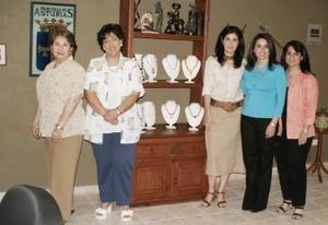 El consulado Español prepara el desfile de piedras semi-preciosas, a beneficio de Ver Contigo.