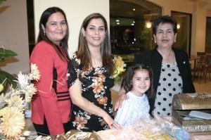W-Laura A. Esparza Seáñez, en su despedida de soltera acompañada por Alida Seáñez, Lorena Esparza y la pequeña Andrea Romero .jpg