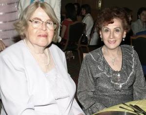 Celia Sandoval de Arratia y Victoria Chapa.