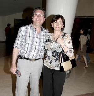 <b>17 de abril</b><p> Daniel Sánchez y Lilia de Sánchez.