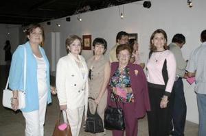 Nidia Bernal , Esperanza Azarro, Bety García, Cecilia Sotomayor y Yamil Darwich.
