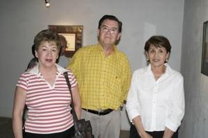 <b>18 de abril</b><p> Rosa María Porras, Evaristo Rivera y Amparo Porras.