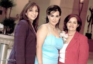 Rosario Chaib López Romo con María del Rosario López Romo de Chaib y Luis Gabriela Martínez.