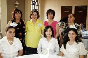 Alicia Vázquez Sánchez disfrutó de un convivio por  el próximo nacimiento de su bebé fiesta de canastilla