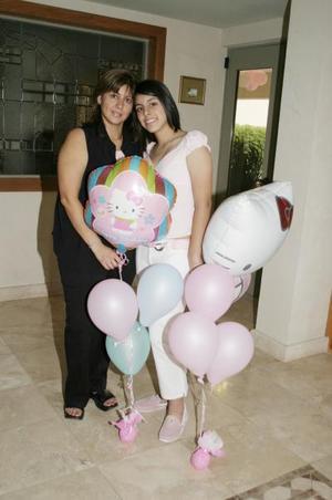 Krissya Murra Ávalos y su mamá Jaqueline Ávalos de Murra.