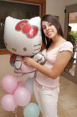 Krissya Murra Ávalos festejó sus XV años, con una divertida fiesta.