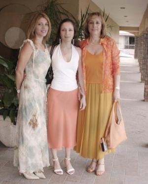 <b>23 de abril</b><p> Vanessa Montiel, Yunue Montiel y Marisol Prieto.