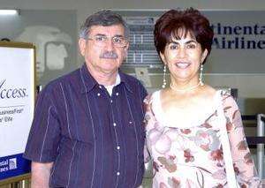José Ángel Boone y Ana María Guerrero de Boone viajaron a Puerto Vallarta  .