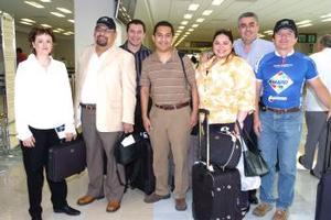 <b>25 de abril</b><p> Mayra Téllez, Ramón Aguilar, Laura Estrada, Rubén Echavarría, Óscar Hernández y José Ramón Olivo viajaron al DF.