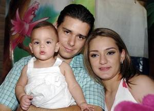 Con motivo de su primera año de vida, Marianne Garnier Issa disfurtó de una piñata que le organizaron sus papás Luis Garnier Flores y Marlene Issa de Garnier.