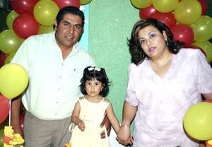 Dos años de edad festejó Fabiola Deyanira y por ello sus padres, Mauro Llamas y Liliana Robles, le organizaron una fiesta de cumpleaños.