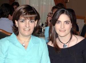 Ruth Humphrey de Ramos y Paola Ramos de Gallegos.