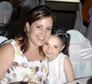 María Rosa Arenas y su hija Fernanda.