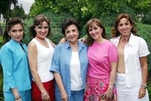 La señora María Elena Lavín con sus hijas, María Elena, Cecilia, María Luisa y Catalina, organizaron el convivio.