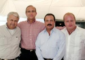 Carlos Román Cepeda en compañía de Carlos Valdez Berlanga, Enrique Martínez y Martínez y Patricio de la Fuente González.