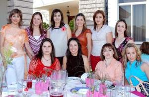 Sandra Pimentel de López recibió numerosas felicitaciones de sus familiares y amistades por el próximo nacimiento de su bebé