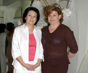 Lourdes de Treviño y Mary Carmen Díaz de Nájera en pasada inauguración.