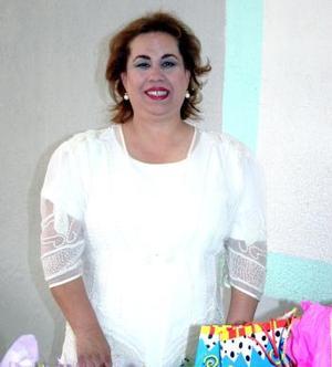 Gloria Vander Elst de Urby fue festejada por su esposo Humberto Urby y sus hijos con motivo de su cumpleaños.