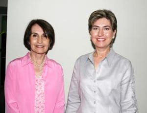 Eréndira de González y Mirita de Bredeé.