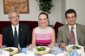 <b>25 de abril</b><p> Carlos Herrera, Cecy Murillo y Gregorio Muñoz.