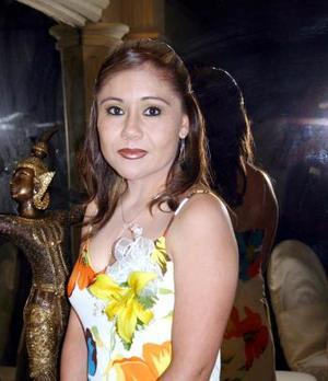 24 de abril  Por su próximo enlace matrimonial, le organizaron una fiesta de despedida de soltera a Laura Carbajal Castro