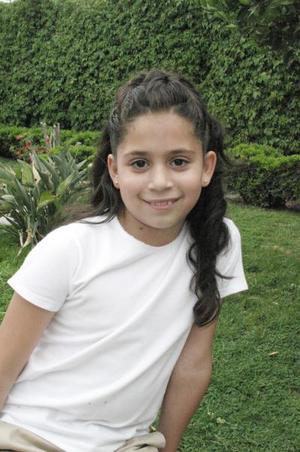 <b>27 de abril </b> <p> Daniela Gutiérrez Kuri durante su fiesta de Primera Comunión.