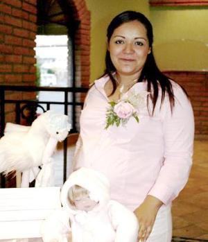 Carolina Hilario de Ortega espera el pronto nacimiento de su bebé.