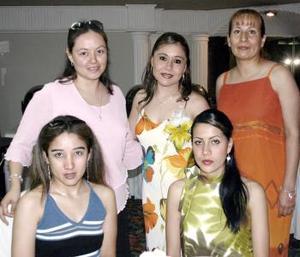 Gloria V. del Real, Sandra Álvarez, Gema E. Reyes y Carmen Reyes Ponce acompañaron a Laura Carbajal Castro en su despedida de soltera.