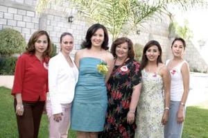 En días pasados le fue ofrecida una despedida de soltera a Laura Elena Argüelles Rodríguez, que le organizaron Claudia Rodríguez, Verónica de González, Argelia Virgil y Elena Rodríguez.