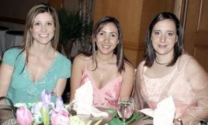 <b>26 de abril</b><p> Jéssica Arellano, Cristy Rosas y Éricka Rodríguez.
