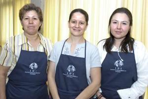 Para ayudar al IDI, estuvieron Silvia López, Bertha García y María del Carmen de Lara.