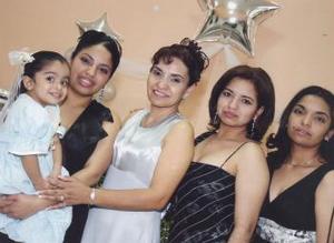 Camila, Rocío, Lily, Elvita y Gina Parrilla Santacruz.