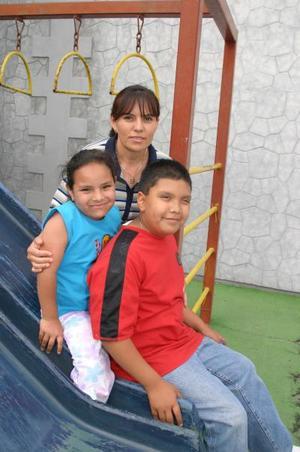 S-Myrna Espino, Edson Gerardo González y Carolina González