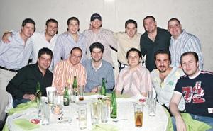 <I>DESPEDIDA DE SOLTERO</I><P>Rudy Murra acompañado de todos sus amigos