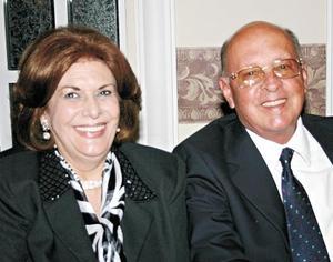 Cecilia Torres de Garza y Filemón Garza