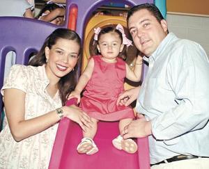 Lorena González de Gutiérrez, Sofía Gutiérrez González y Fernando Gutiérrez Pérez