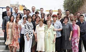 <I>Cumple 80 Años</I><P>Enriqueta Martínez Vda. de Del Río festeja 80 años y por tal motivo se reunió con toda su familia quienes le dieron grandes momentos de felicidad es éste día.