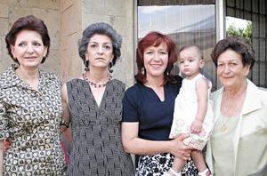 Vivian Tafich, Miriam Issa, Clara Flores, Marianne Garnier y Lupita de Flores