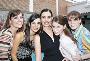 Yolanda Fernández Estrada, Susy Estrada, Alicia Estrada, Lupita Estrada de Álvarez y Anavilly Estrada