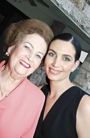Yolanda Attolini de Estrada feliz por la boda de su nieta