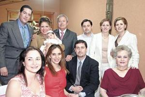 La pequeña Keta Gómez Bonilla en compañía de su familia Bonilla Murra, Gómez Bonilla y Murra Reed