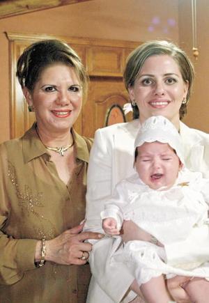 Tres generaciones Kiky Murra de Bonilla, Keta Bonilla de Gómez y Keta Gómez Bonilla