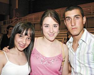 Marcela Navarro, Marissa Navarro y Erick Conen