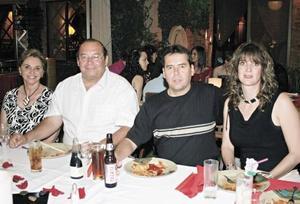 Ana María Guridi de Quintero, Manuel Adolfo Quintero, Ernesto Quintero y Laura Cárdenas de Quintero