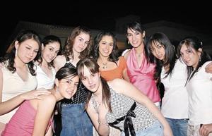 Beatriz Huitrado, Luisa Chaman, María José Calvete, Krissya Murra, Myriam Díaz de León, Ana Cris de Luna, Mónica Alba, Fátima Chaman y Lucía Díaz de León