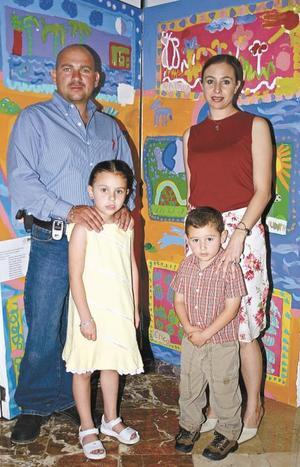 Gustavo Puente, Judith Delahanty de Puente con su hijos Judith y Gustavo