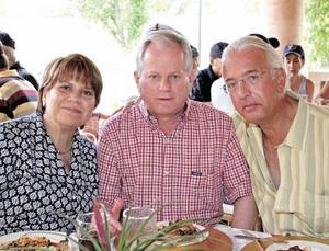 Guadalupe Villarreal de Estrada, Jorge Estrada y José Antonio Valdes