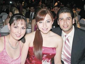 Judith Hernández,  Myrna Hoyos y José Ortiz