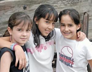 <I>ROSTROS DE LA FANTASÍA Fotografía: Silvadoray</I><P> Ilse Estrada Lechuga, Melissa Nogueira Ávila y Gene Murra Garza