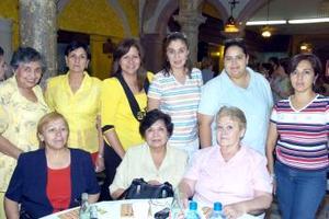 Consuelo, Laura, Lupita, Maya, Estela, Carmen, Rita, Elvira e Irma.